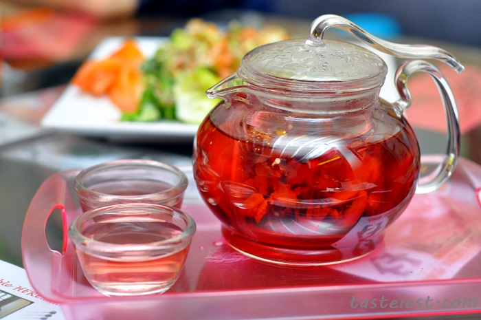 Apple rose flower tea